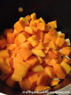 Butternut Squash and Apple Soup | craftingandcooking.wordpress.com